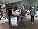 La campanya solidària del BTT Tàrrega recull 45 cascs de bicicleta per a infants i joves del Servei d'Intervenció Sòcioeducativa (SIS)