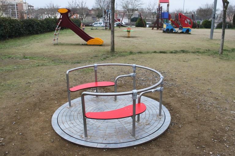 L'Ajuntament de Tàrrega instal·la els primers jocs adaptats i inclusius en parcs infantils del municipi